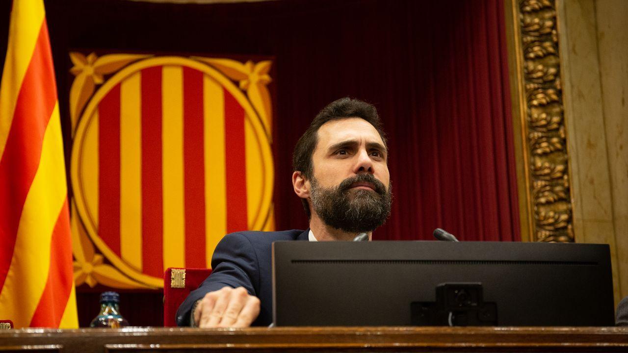El president del Parlament de Catalunya, Roger Torrent, durante una sesión plenaria el 11 de febrero