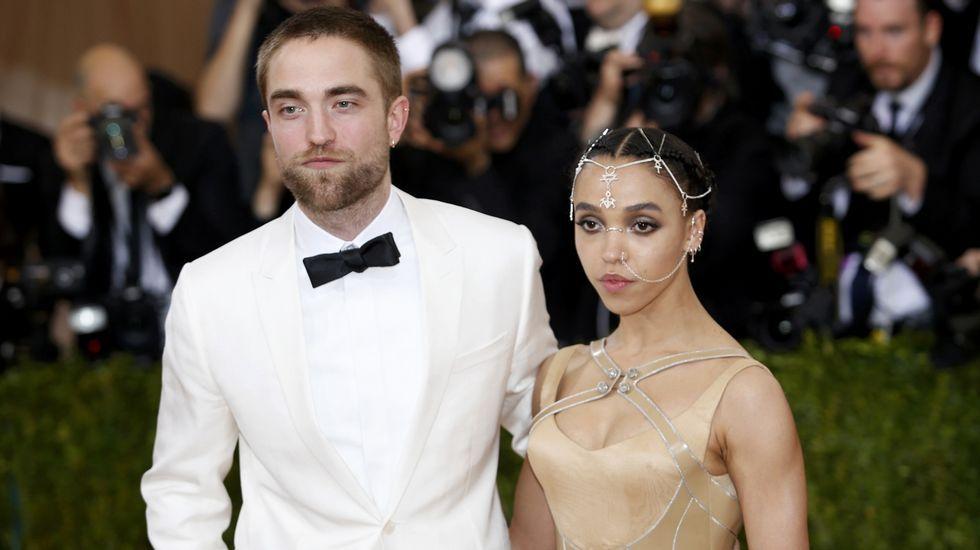 La cantante FKA Twigs y el actor Robert Pattinson.