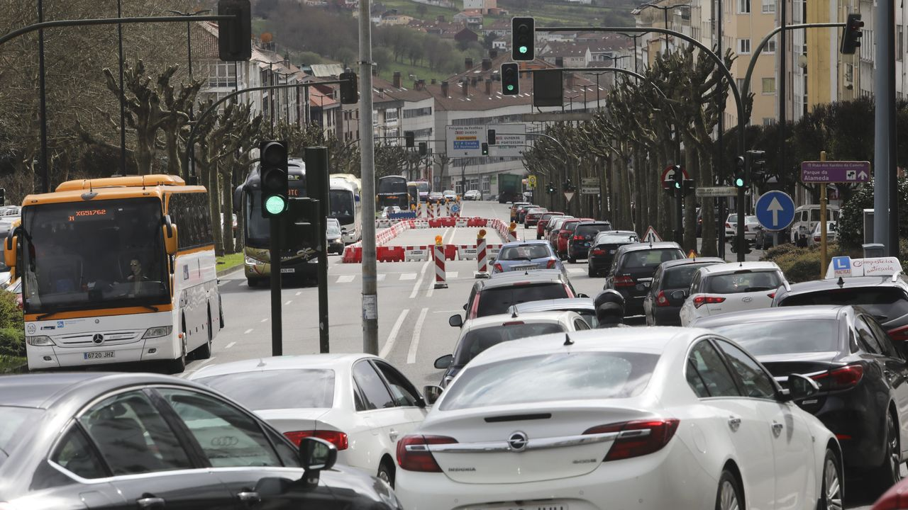 Atascos en la avenida de Lugo en horas punta
