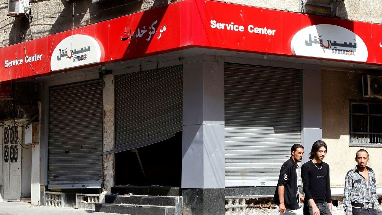 Uno de los locales saqueados de la compañía de teléfonos móviles Syriatel,  propiedad de Rami Majluf