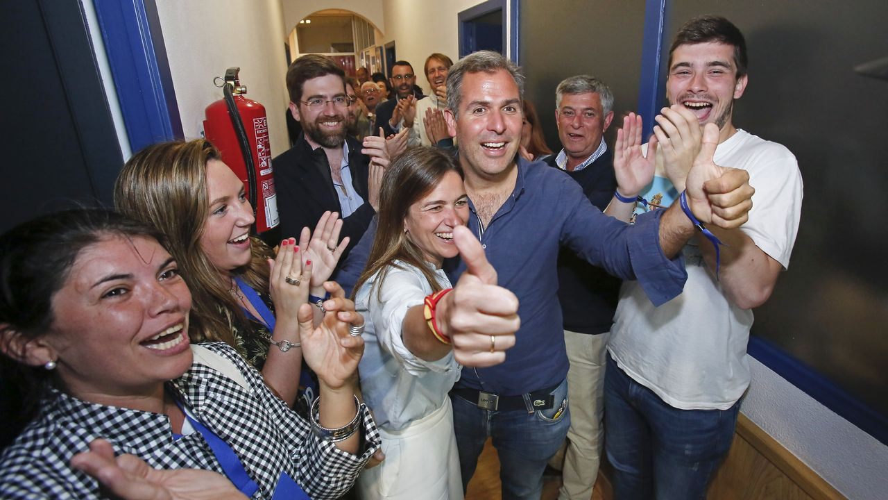 Fiesta en la sede del PP en Pontevedra
