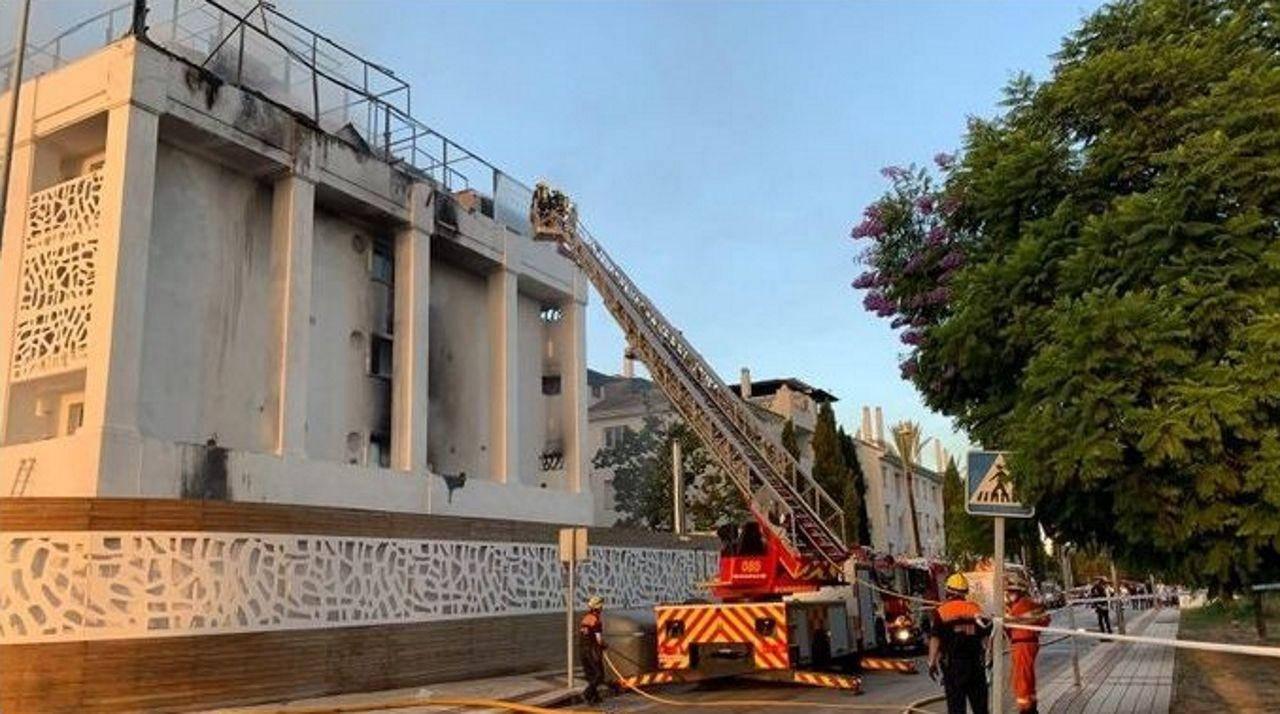 Alfonso Herrero Real Oviedo Albacete Carlos Tartiere.Bomberos trabajan en un incendio en un hotel de Marbella