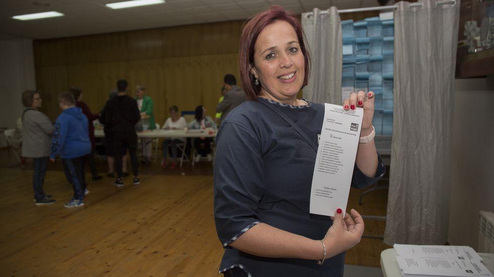 Cribado en Laxe.La alcaldesa de Camariñas durante las elecciones municipales