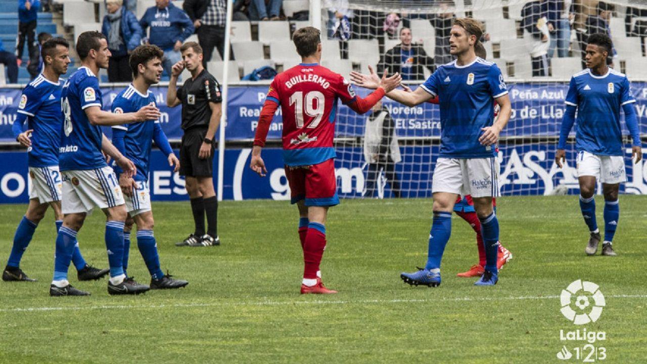 Carlos Hernandez Guillermo Christian Fernandez Barcenas Jimmy Tejera Real Oviedo Numancia Carlos Tartiere.Carlos Hernández y Guillermo se saludan tras el encuentro