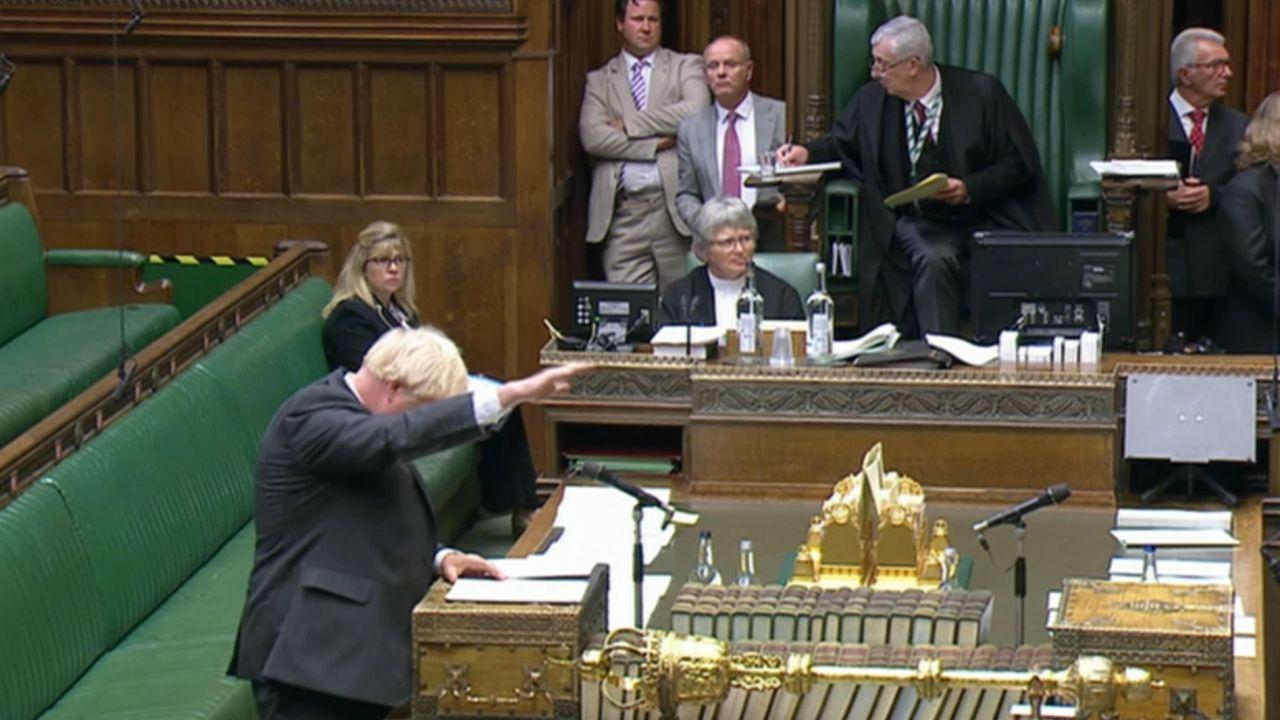 Boris Johnson gesticula durante su intervención, este lunes, ante la Cámara de los Comunes