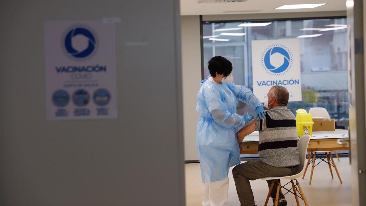 «Que la gente no dude, y se vacune».Al cribado de Allariz se presentaron 1.090 de las 1.500 personas citadas
