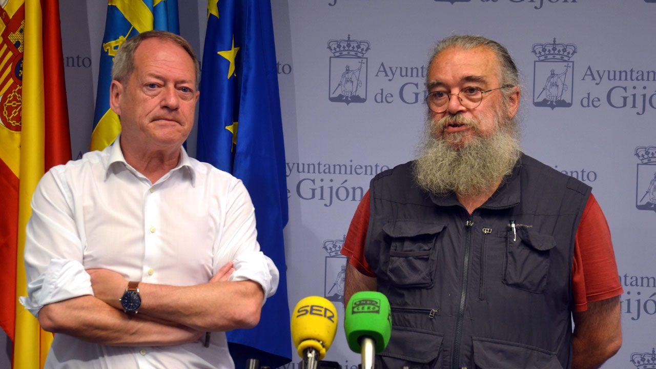 Los Locos esperan sitio en el callejero de Gijón.Aurelio Martín y Luis Fernández, de la Asociación Asturias Laica
