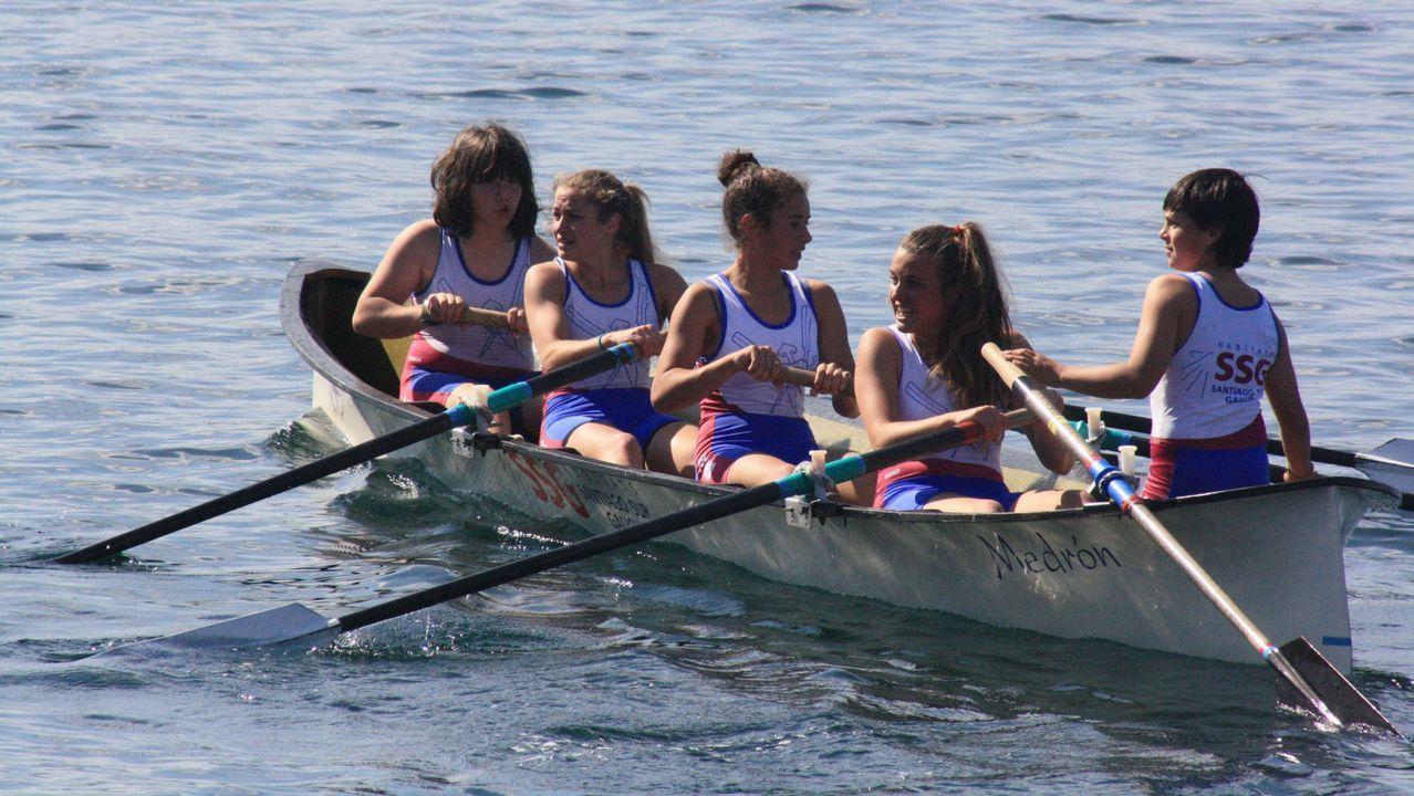 Tripulación femenina promesa de la Esteirana, que levantó el Trofeo Conde de Fenosa en Meira, en 2011.