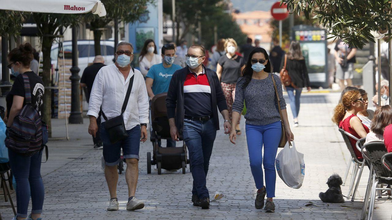 La gente en Boiro también salió de casa con mascarillas