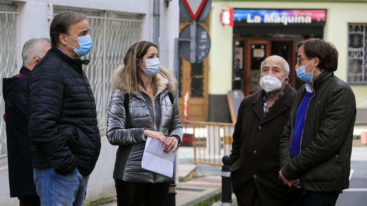 La alcaldesa de Lugo con los vecinos de la Rúa Esquecemento de Lugo