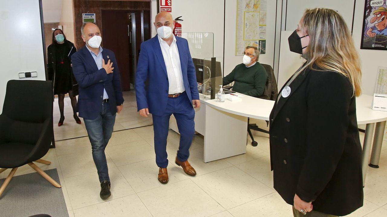 El delegado de la Zona Franca, David Regades, se reunió en el Concello de Pontevedra con los concejales del grupo socialista