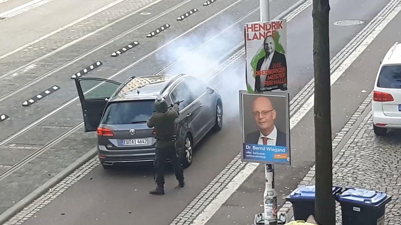 Un tiroteo cerca de una sinagoga en Alemania deja dos muertos.El atacante vestido con ropa militar disparo indiscriminadamente en la calle tras su fallido intento de entrar en la sinagoga