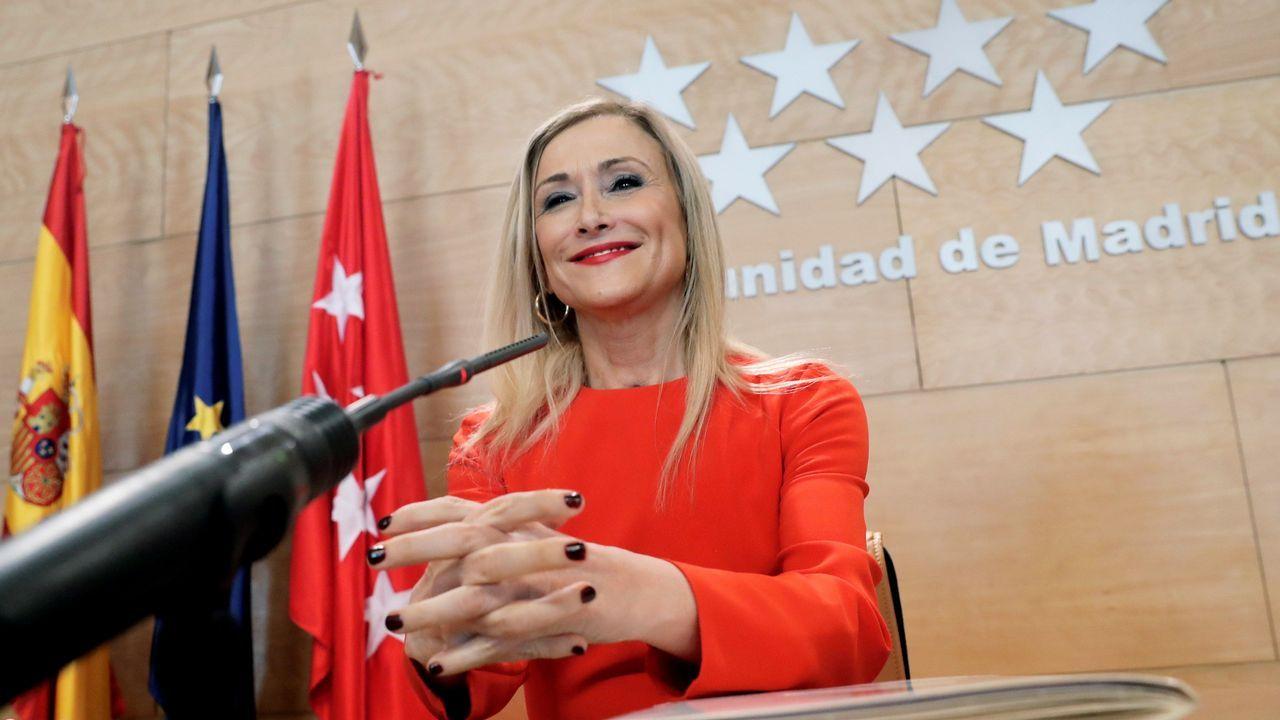 Cifuentes renuncia a su máster pero insiste en que lo hizo todo bien.Rajoy y Cristina Cifuentes, en la convención del PP