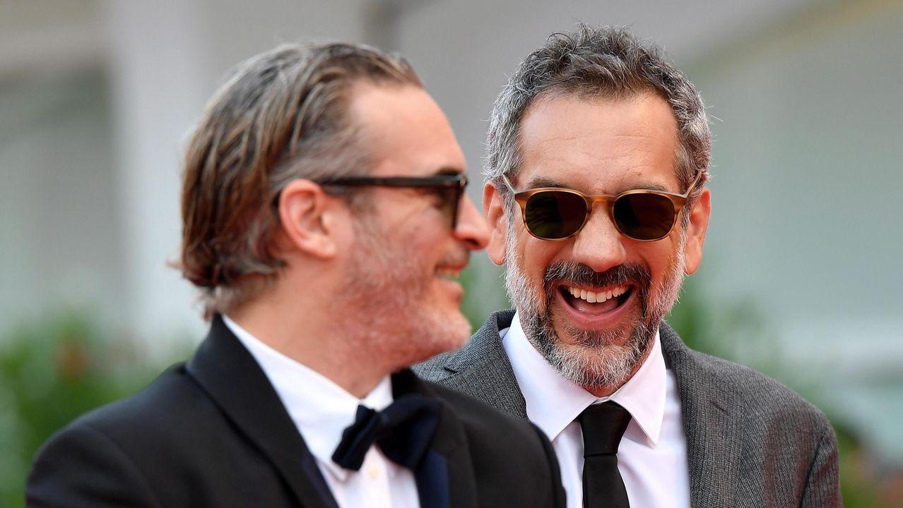 El actor Joaquin Phoenix y el director Todd Phillips, factótums del filme «Joker», a su llegada a la ceremonia de los premios de la 76.ª Mostra