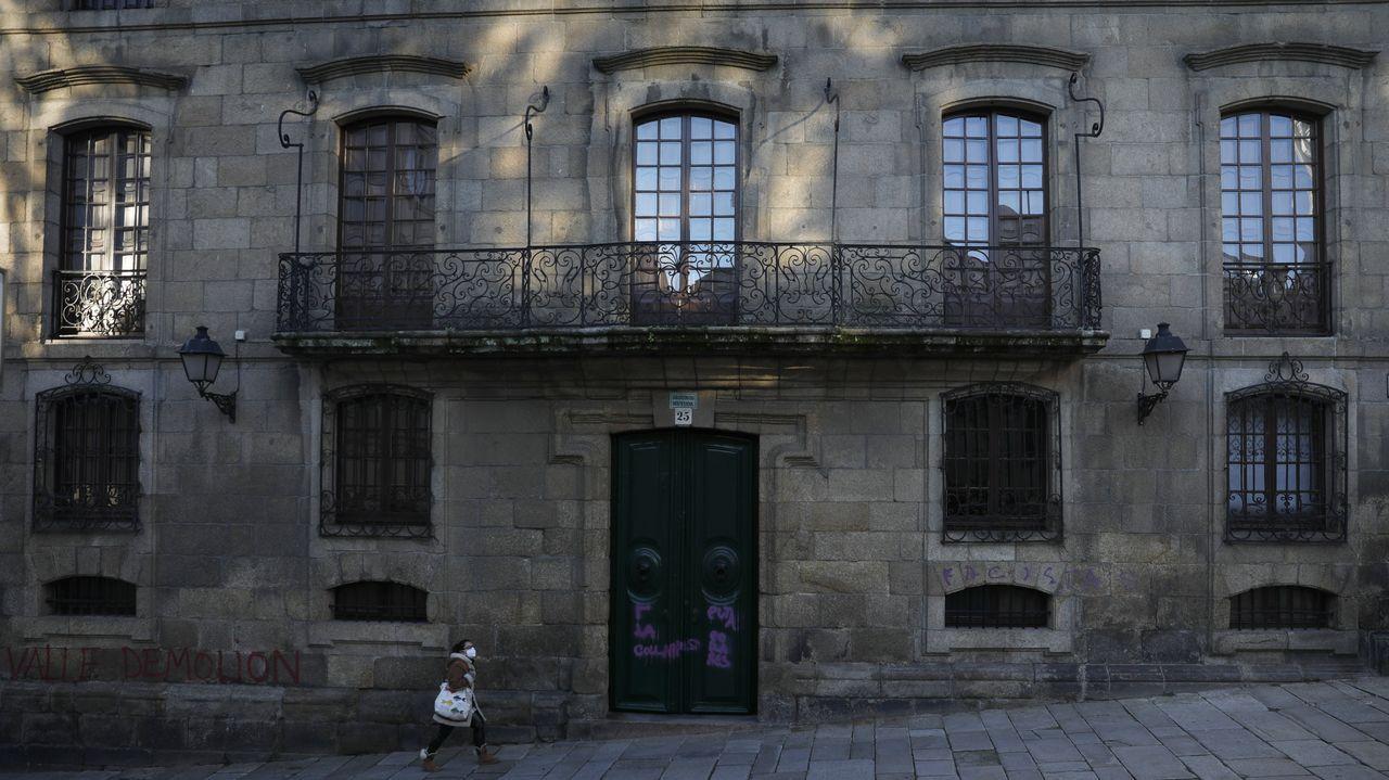 Entrada principal de la casa Cornide, en la Ciudad Vieja de A Coruña