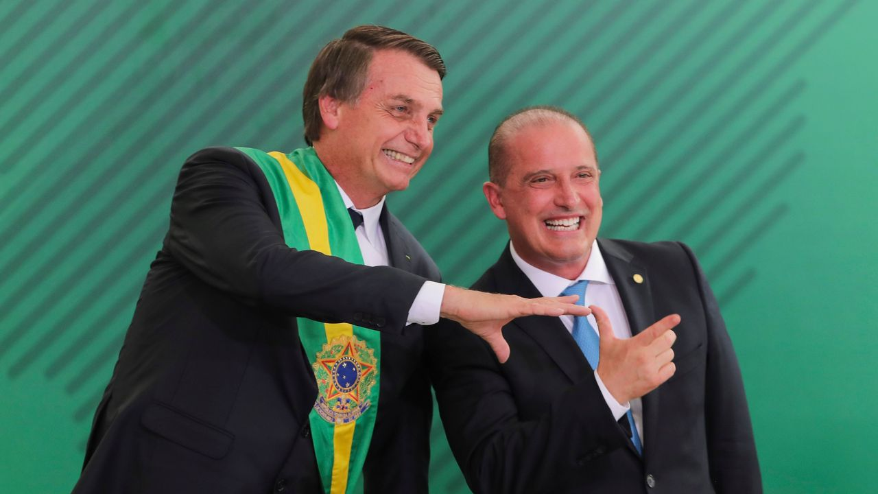 La rotura de una presa en Brasil sepulta a cientos de personas.Jair Bolsonaro, durante una ceremonia oficial de la Marina brasileña