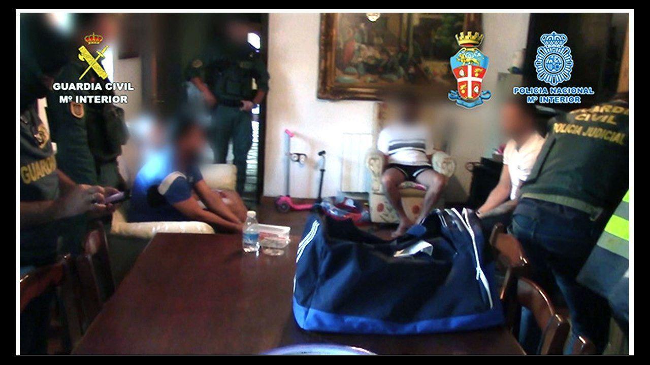 Las redadas se realizaron en toda la provincia de Cádiz y en Málaga. En la imagen, uno de los registros