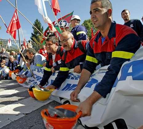 Más de un millar de trabajadores de Alcoa pidieron en Santiago una energía competitiva.
