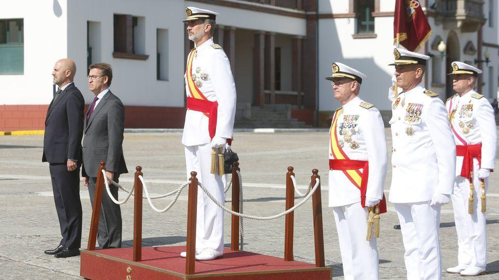 Recepción a los futuros oficiales de la Armada.Uno de los detenidos, dentro de los juzgados de Cangas para prestar declaración.