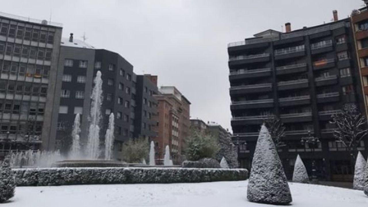 Nieve en Oviedo.Oviedo amanecía esta mañana bajo un manto blanco