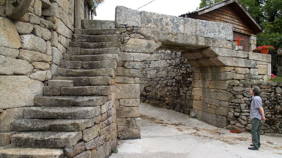 As fotos da arquitectura en pedra de San Mamede.El arquitecto Álvaro Siza, en Póvoa de Varzim