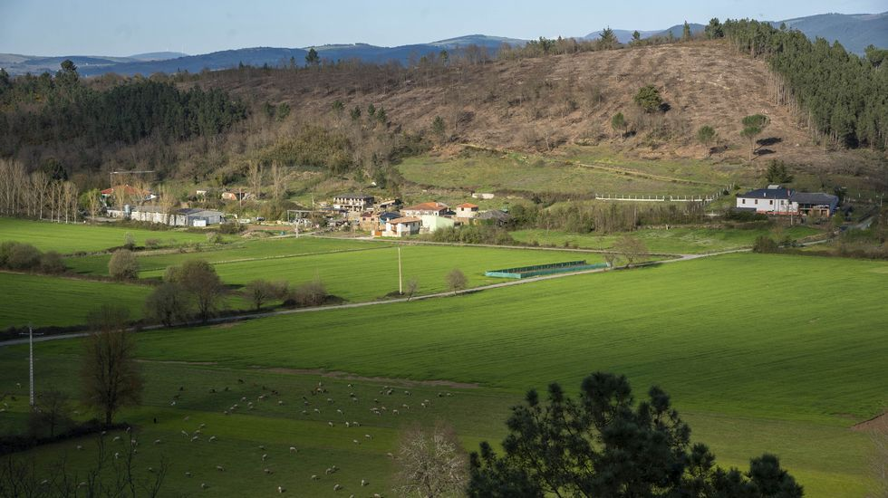 Una vista de la aldea de Camporrío desde el castro de A Parte
