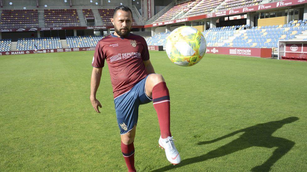 Diegui Johannesson Nahuel Real Oviedo Barcelona B Carlos Tartiere.Ontiveros y Fede Cartabia luchan por un balón