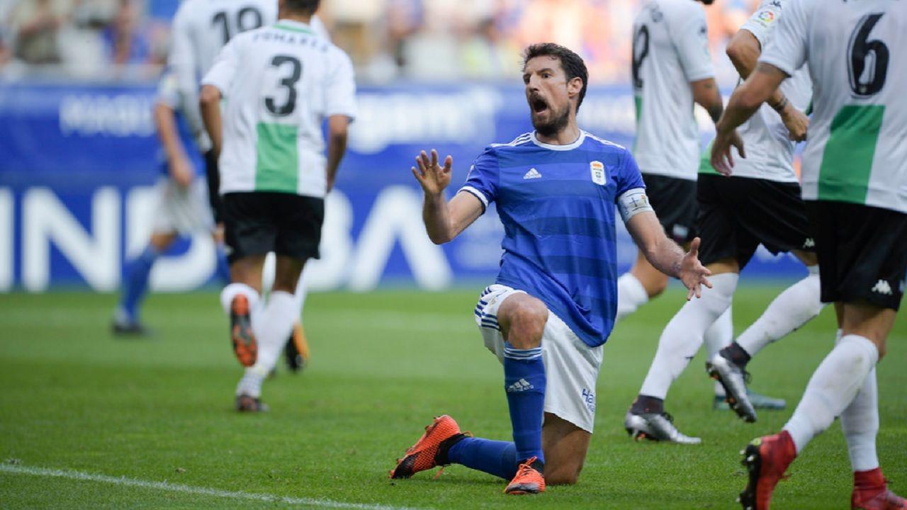 Toche Real Oviedo Extremadura Carlos Tartiere.Toché se lamenta tras una ocasión frente al Extremadura