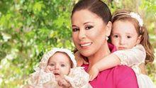Isabel Pantoja posa por primera vez junto a sus nietas