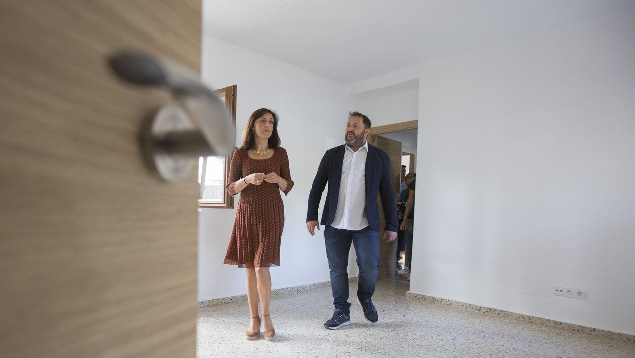 Dos casas de maestros de Ponteceso se alquilarán con fines sociales.Nube contaminante en Trubia