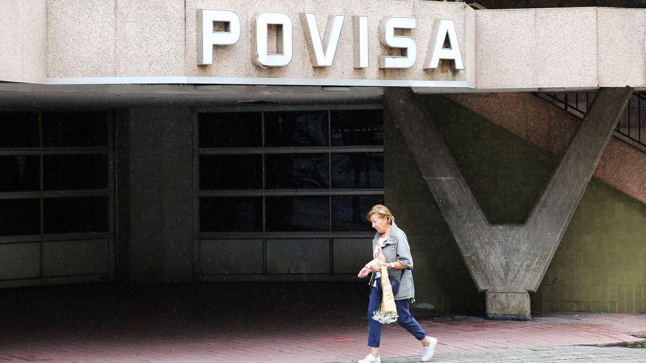 Los nuevos dueños de Povisa invertirán en el hospital y cambiarán las habitaciones.El consejero delegado de Ribera Salud, Alberto de Rosa, y el director general y expropietario de Povisa, José Bernardo Silveira