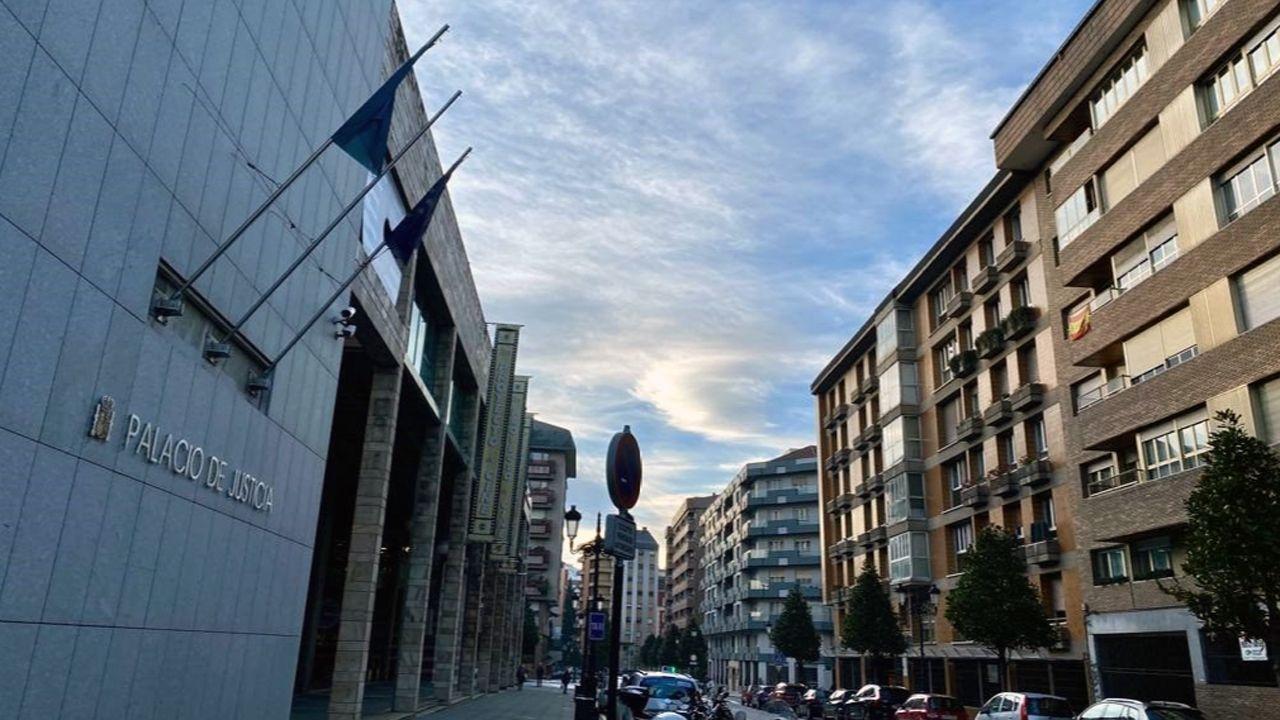 Imagen de los juzgados de Oviedo, sin la bandera de España.