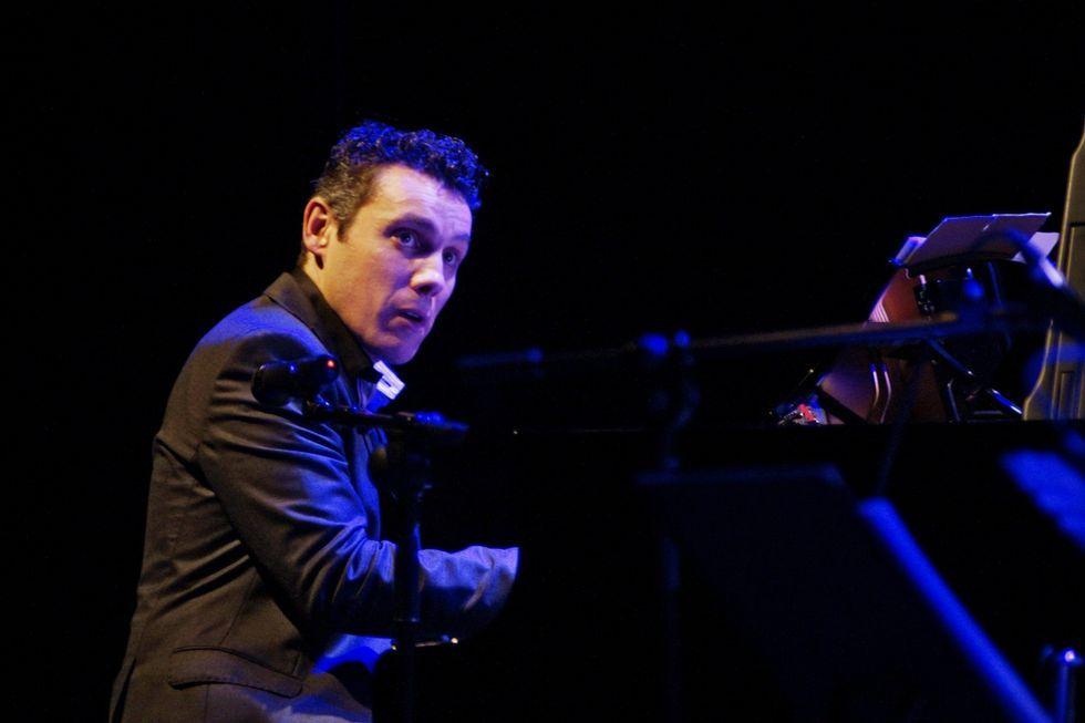 Alfonso Medela ofrece un concerto semanal no Latino dende hai dous anos