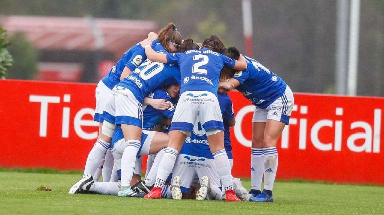 Las futbolistas azules celebran un gol ante el Sporting de Gijón