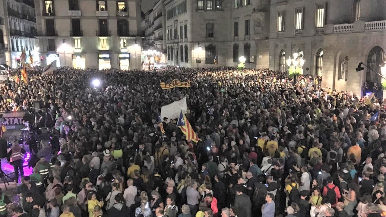 Concentración en la plaza de Sant Jaume de Barcelona convocada por Asamblea Nacional Catalana y los CDR