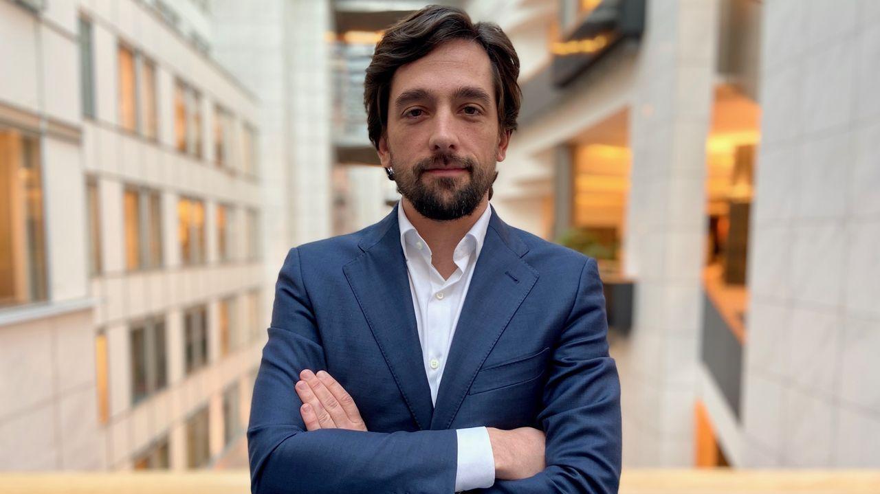Adrián Vázquez, nieto de gallegos, se incorpora a la Eurocamara en la bancada liberal