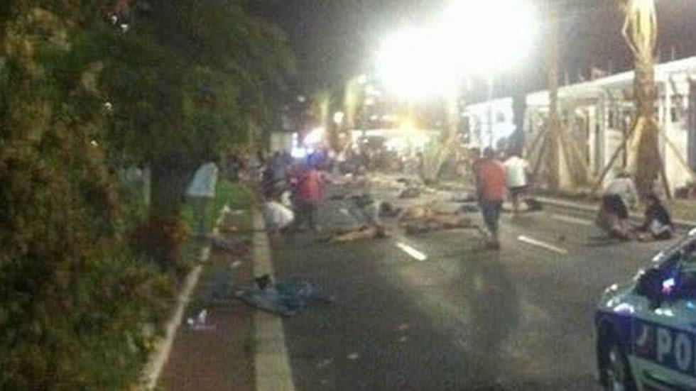 La ciudad disfrutaba de los fuegos artificiales por el 14 de julio.
