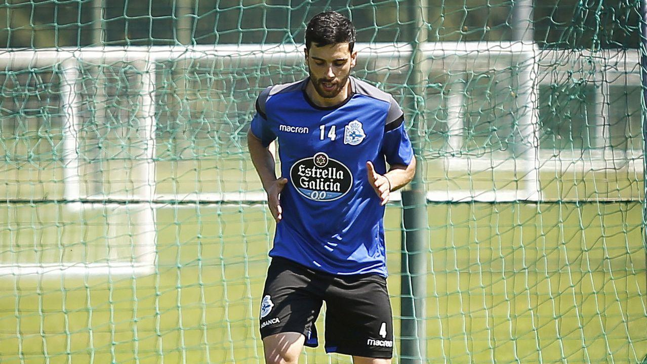 Juan Villar celebrando un gol