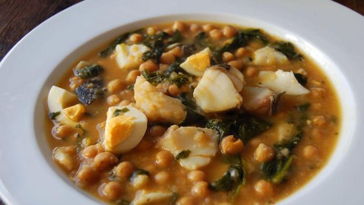 Garbanzos con bacalao, uno de los platos que conforman el menú del Desarme