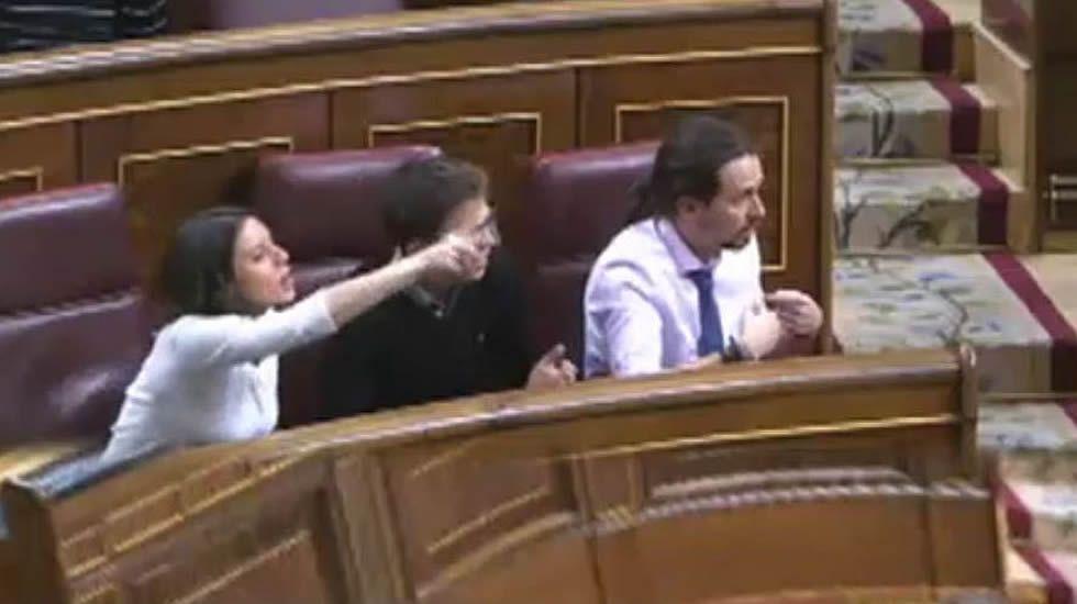 Enfrentamiento de Montoro con Unidos Podemos a cuenta de Fernández Mesa.La Guardia Civil se hizo cargo del capitán del petrolero nada más llegar a tierra