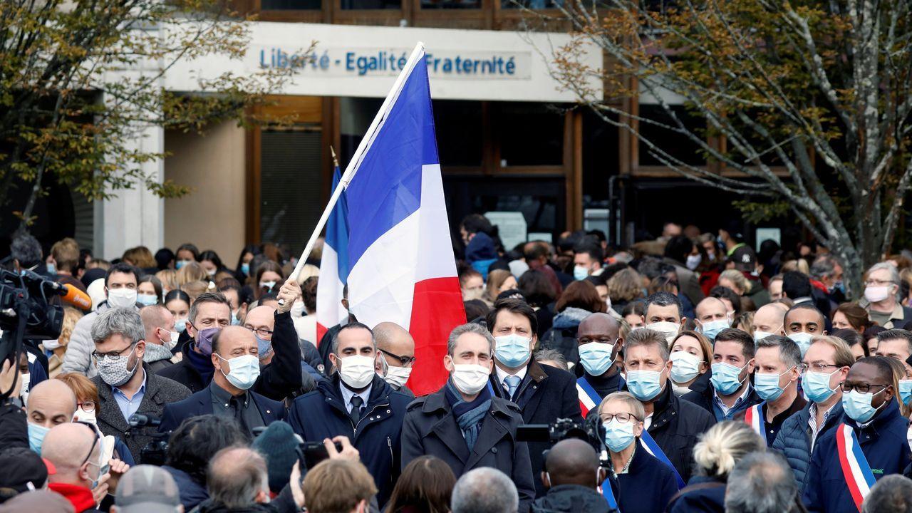Las concentraciones de repulsa al ataque al profesor degollado fueron muy concurrridas en toda Francia. En la imagen, Bois d'Aulne