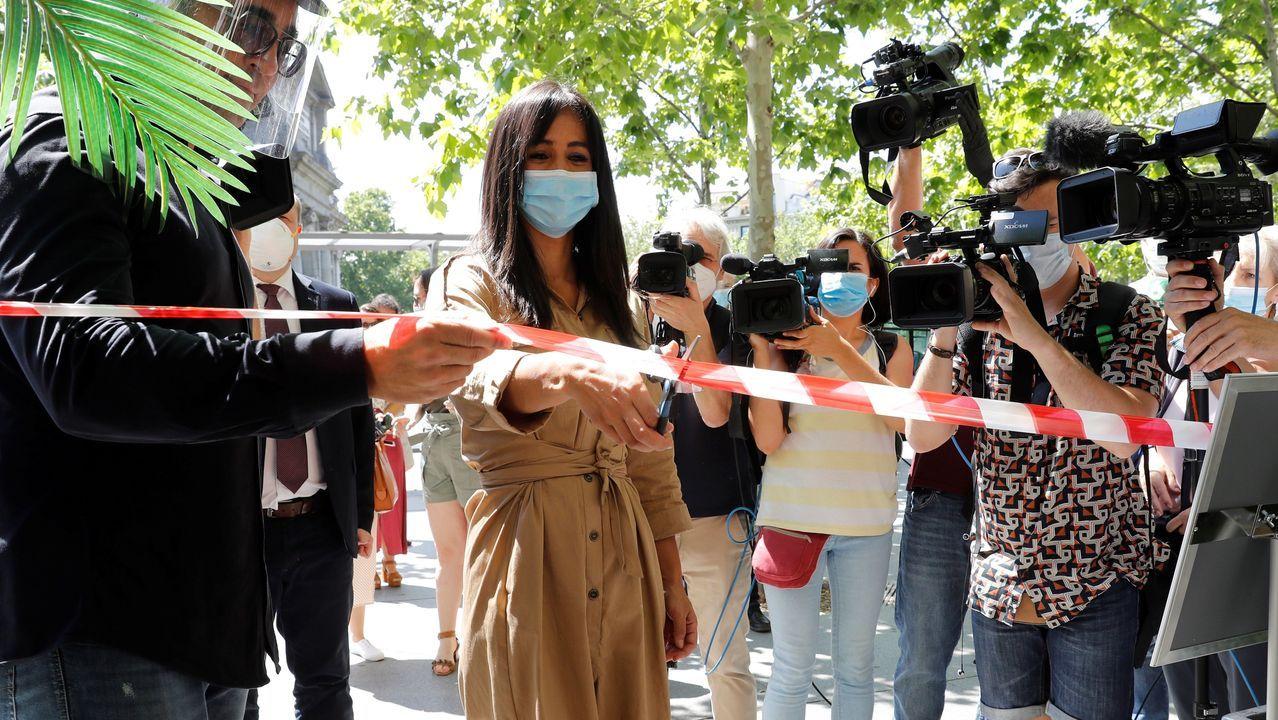 La vicealcaldesa de Madrid, Begoña Villacís, cortó una cinta para inaugurar el nuevo ocio en la capital
