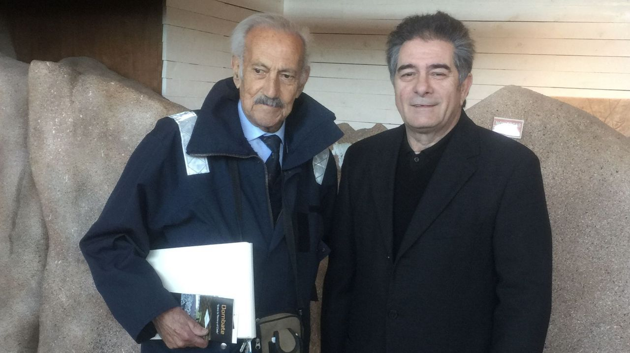Detención del timador de Vigo que vendía falsas mascarillas a residencias de ancianos.A la derecha, el pintor José Manuel Fonfría