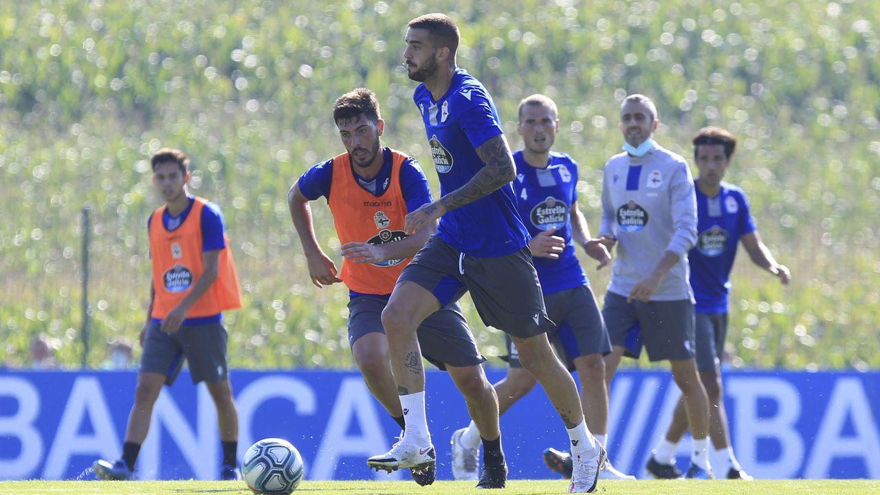 Móvete con Araceli.Granero, en un lance del partido de entrenamiento que jugaron el pasado día 11 el Deportivo y el Fabril