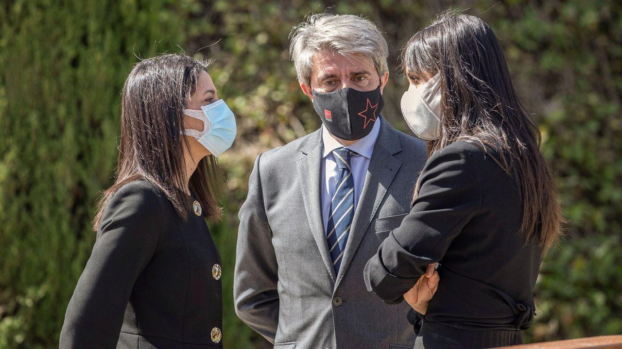 Figueiras se jubila.Inés Arrimadas, presidenta de Ciudadanos, junto a sus compañeros de partido, Begoña Villacís y Ángel Garrido.