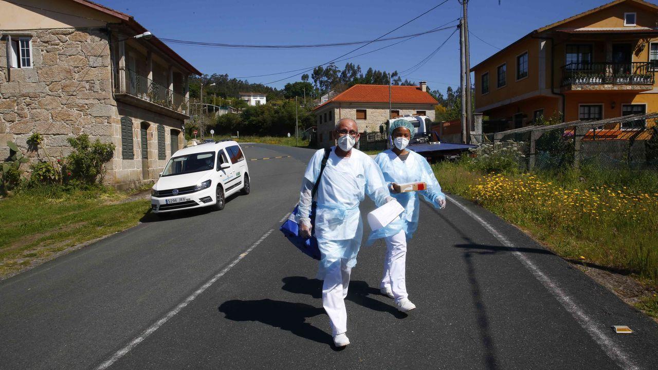 En taxi y de casa en casa para vacunar a mayores de 80 dependientes.El acto de entrega de las certificaciones tuvo lugar en la sede portuaria de Vilagarcía