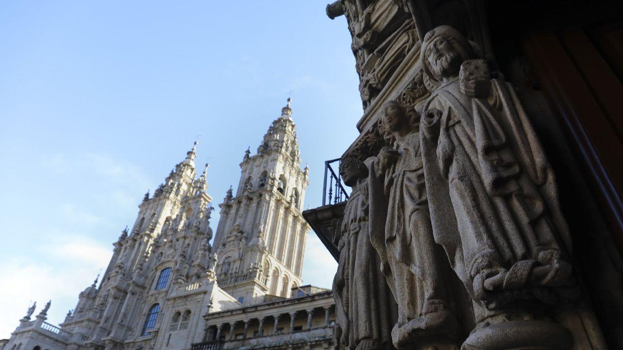 Las estatuas que esculpió el maestro Mateo, en la capilla del pazo de Meirás, están protegidas por la declaración como BIC