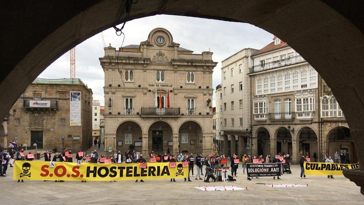 Concentración del sector hostelero en la Praza Maior este sábado