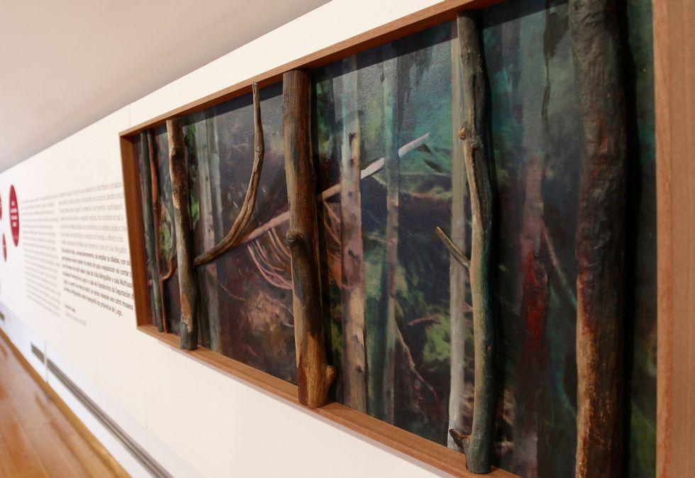 <span lang= es-es >«A familia e o artista»</span>. El Museo exhibe este óleo de Alberto Pena. Representa la caída en la fraga de un árbol (él), que simboliza su ser artístico.