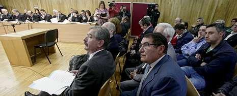 Los acusados, durante el último día del juicio en la Audiencia Provincial de Lugo, el pasado 29 de mayo.